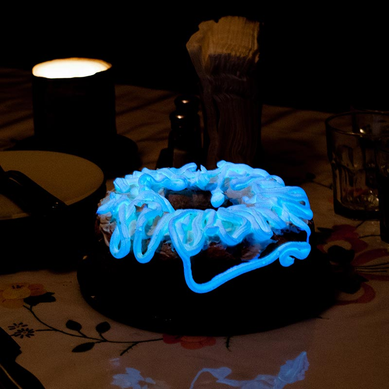 Bioluminescent-Glowing-Frosting-on-a-Cake